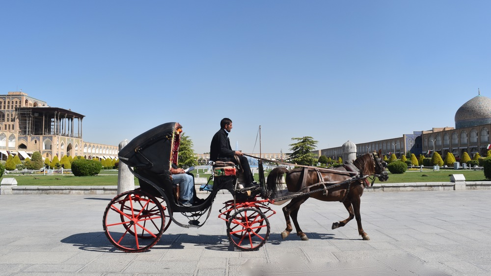 Iran-Isfahan-square-horse-carriage.jpg