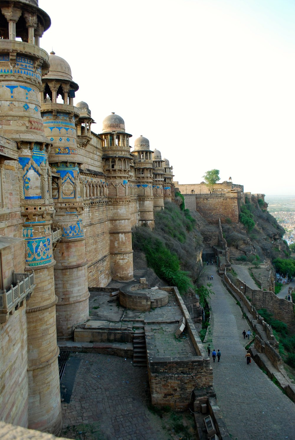 India-Madhya-Pradesh-Gwalior-cliff.jpg