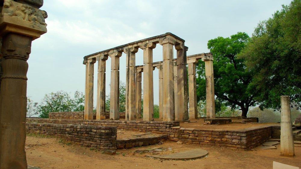 India-Madhya-Pradesh-Sanchi-columns.jpg
