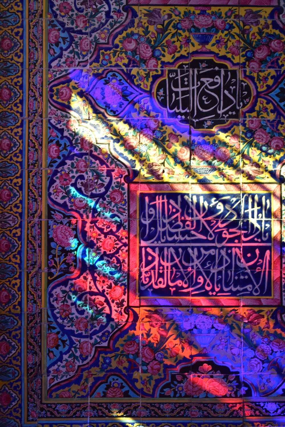 Iran-Pink-Mosque-coloured-light
