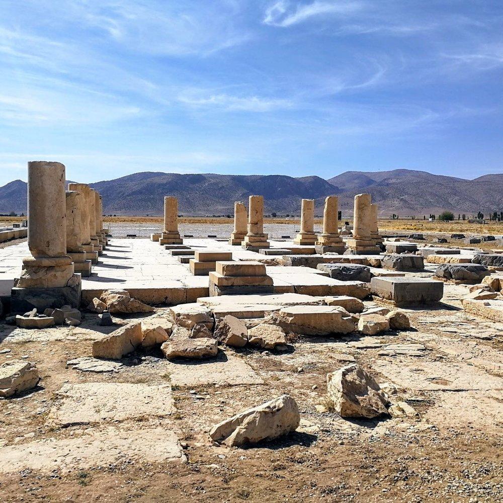 Iran-Pasargadae-palace.jpg
