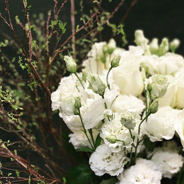 All in the details • #lisianthus , #spiraea & #roses - the perfect combination.  #custombouquet #floraldesign #nicolascogrel