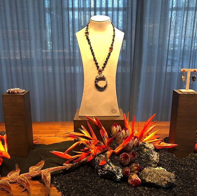 Commemorating the launch of the stunning #CintaCollection by @johnhardyjewelry • Inspired by the raw and natural elements of the volcano. #johnhardyjewelry #floraldesign #nicolascogrel