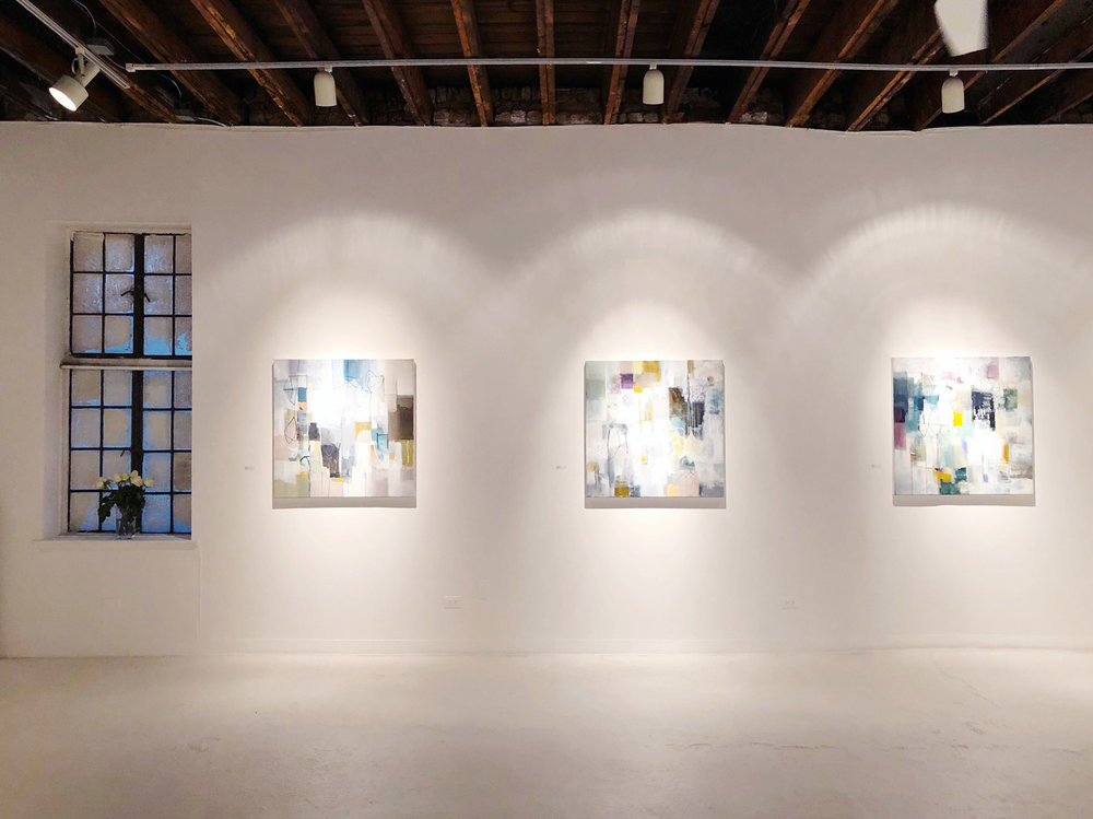Solo show side wall