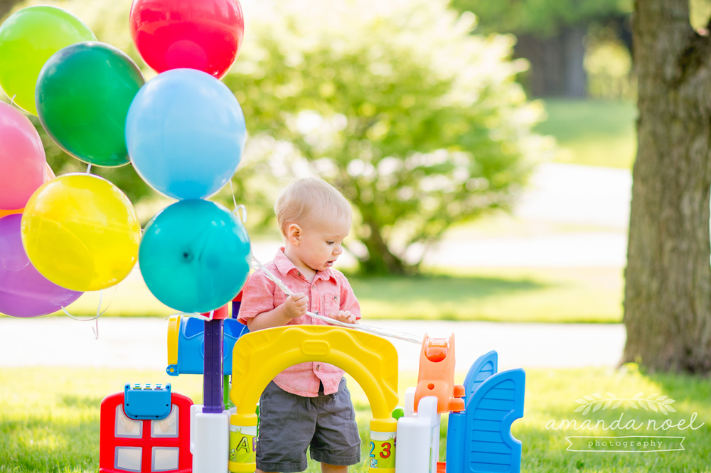 beavercreek-ohio-family-photographer-one-year-old-boy-up-balloons-lifestyle