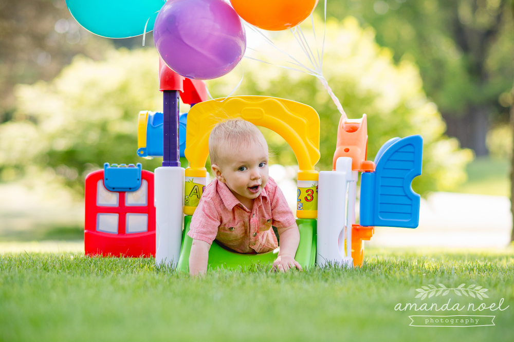beavercreek-ohio-family-photographer-lifestyle-up-balloons-one-year-old-boy