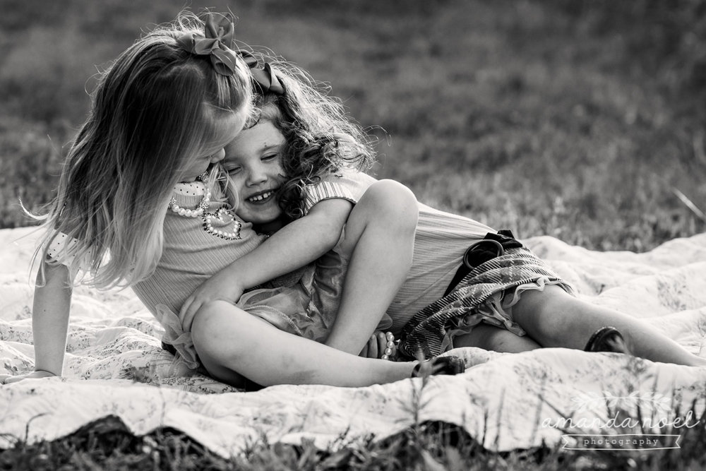 springfield ohio lifestyle family photographer | Amanda Noel Photography | twin girls 4th birthday | hug| black and white