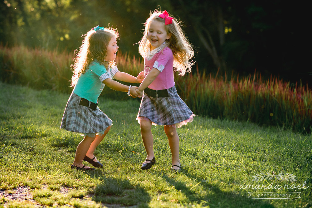 springfield ohio lifestyle family photographer | Amanda Noel Photography | twin girls 4th birthday | spin in sunlight