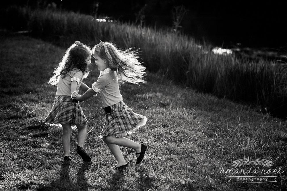 springfield ohio lifestyle family photographer | Amanda Noel Photography | twin girls 4th birthday | dance in sun | black and white