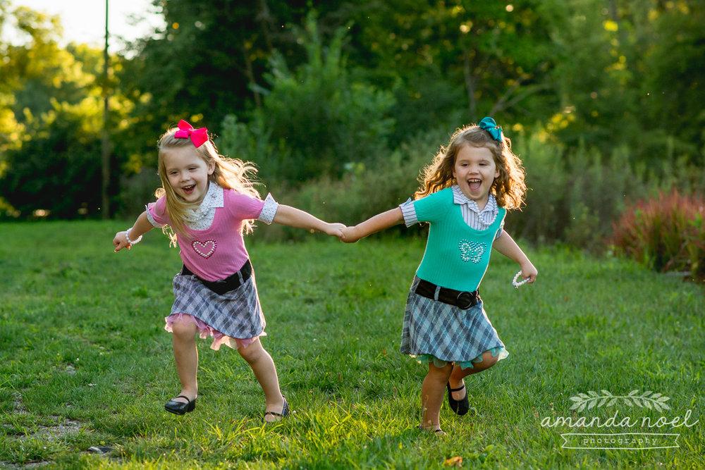 springfield ohio lifestyle family photographer | Amanda Noel Photography | twin girls 4th birthday | hold hands running