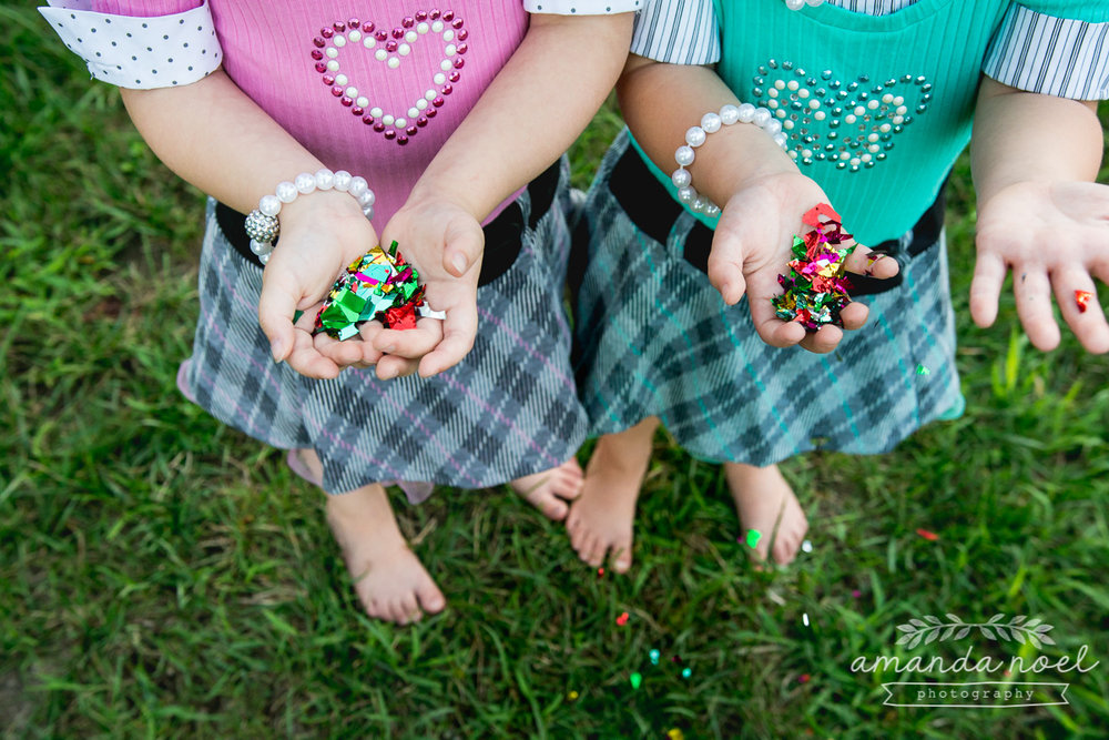 springfield ohio lifestyle family photographer | Amanda Noel Photography | twin girls 4th birthday | hands holding confetti