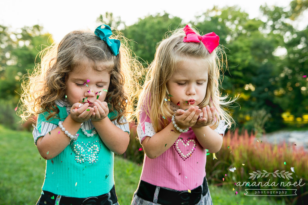 springfield ohio lifestyle family photographer | Amanda Noel Photography | twin girls 4th birthday | girls blowing confetti pretty light