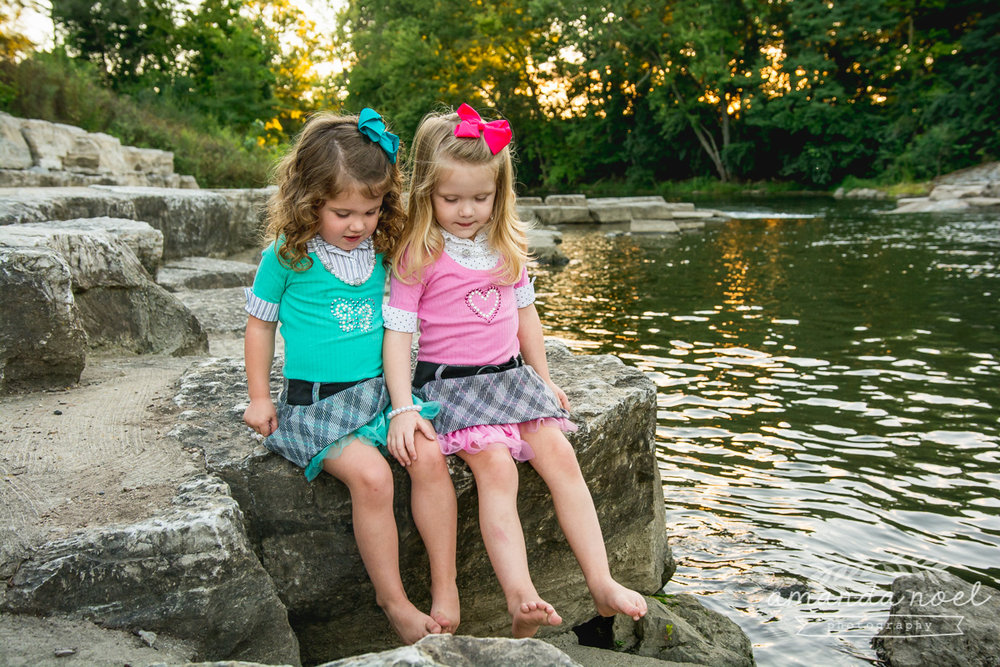 springfield ohio lifestyle family photographer | Amanda Noel Photography | twin girls 4th birthday | girls dangling toes in water