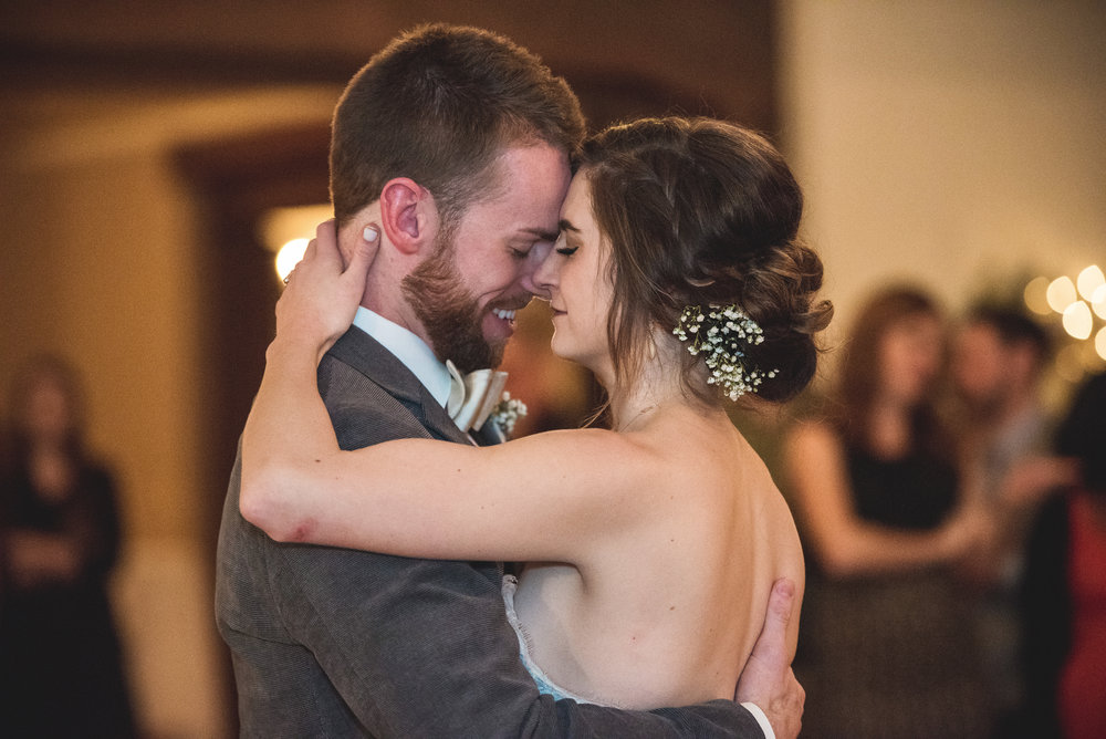 Columbus Ohio Wedding Photography | romantic first dance