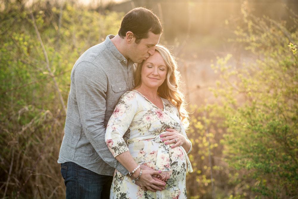 Dayton Maternity Photographer | natural spring maternity session | Amanda Noel Photography