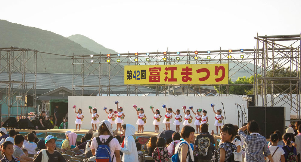 """These little girls SLAYED in their cheerleading dance to Shake It Off and I would say were the stars of the festival. Operation find a Japanese baby to """"borrow"""" is in full swing."""