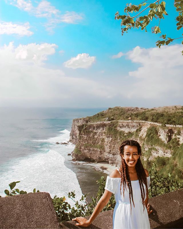 Throwback to when I was exploring Bali! This beautiful view reminded me of the cliff in Big Little Lies lol  #bali #indonesia #blacktravel #travelnoire #cliff #nature