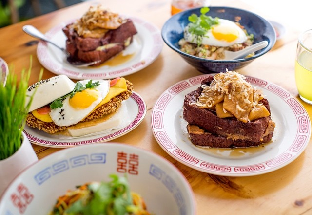 What a group 👌 From noon to 4, you can catch these lovely dishes at #HeyHeyCanteen brunch. Best way to start the day, cure a hangover, or try something new 😊✨ #asianfood #madeinbrooklyn #gowanus