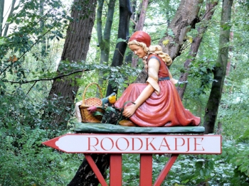 RoodKapje at Efteling  -Courtesy of pixabay