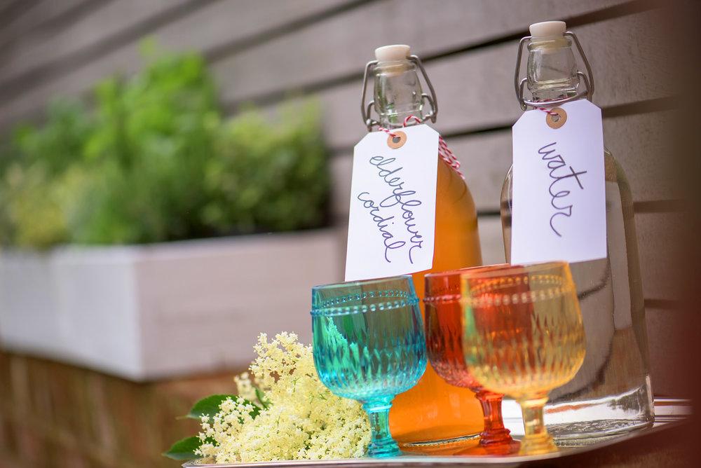 How to Make Your Own Elderflower Cordial - DIY Elderflower Cordial Recipe