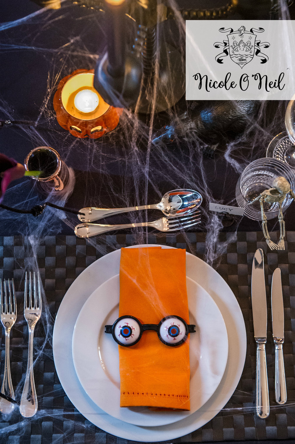 Halloween Party Decoration Ideas and Halloween Table Setting Inspiration