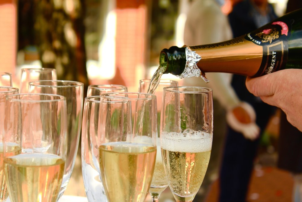 Modern Wedding Guest Etiquette Rules - How Much Alcohol Can You Drink at a Wedding