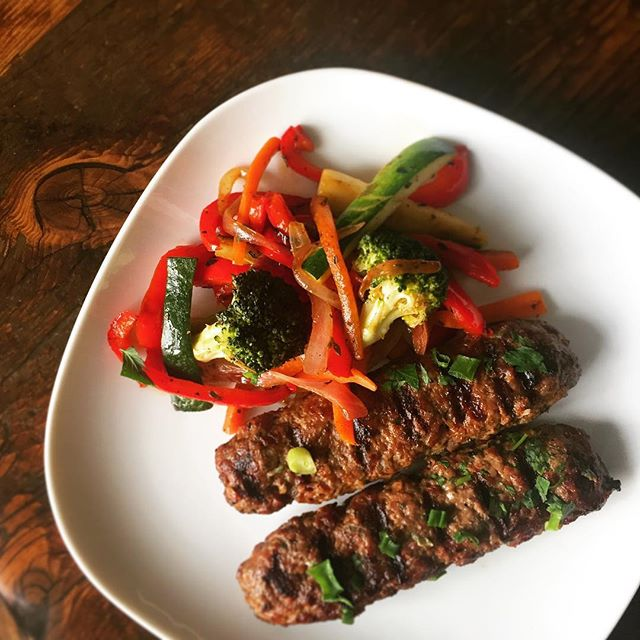 Kefta skewers and grilled veg 🔥 . . . #eatfatbeatfat #ketorecipes #keto #lchf #eatfat #ketofam #ketogenic #lowcarb #ketosis #ketodiet #healthyeating #healthy #lowcarbhighfat #weightloss #weightlossjourney #foodporn #food #ketodietrecipes #banting #ketogenicdiet #sunday #dinner #lamb #kefta #bbq #mediterraneanfood