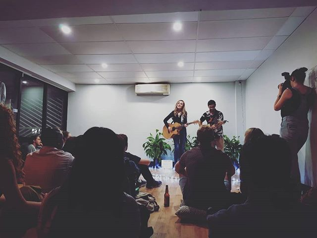 First time experiencing @sofarbrisbane  last night! 🎵😍 Live, unlplugged music at a local Brisbane venue, such a cool idea.  #livemusic #unplugged #acoustic #sofarsounds #brisbane @cafenui @bshannessy @iamcalanmai @kensingtonmoore