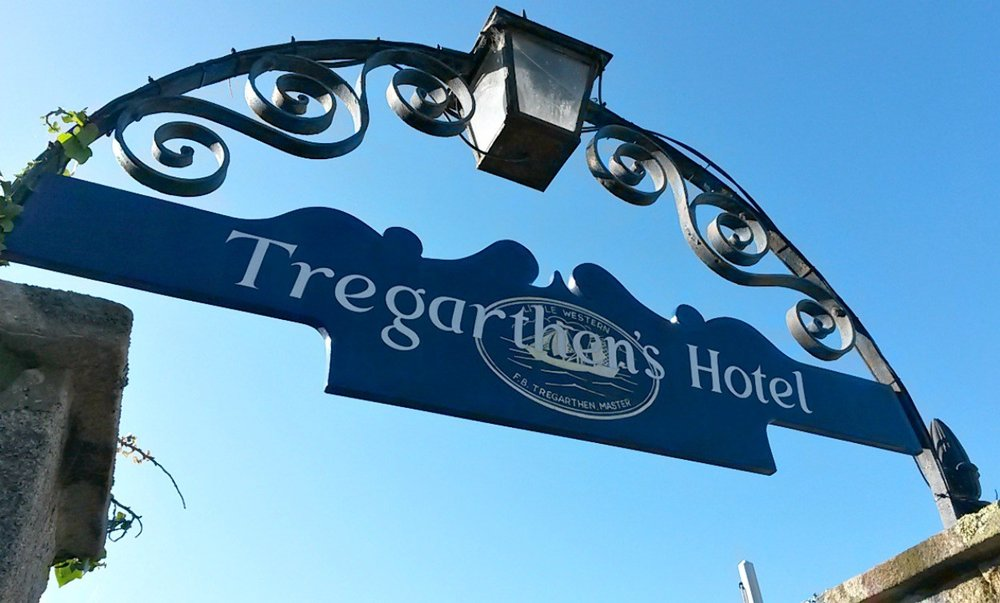 scilly-isles-tregarthens-hotel-sign.jpg