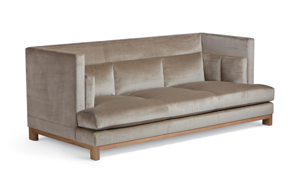 The Dunne Daybed designed by Diedre Jordan for Troscan. I used this sofa for my very first project 13 years ago and it still looks so current. Available to the trade.