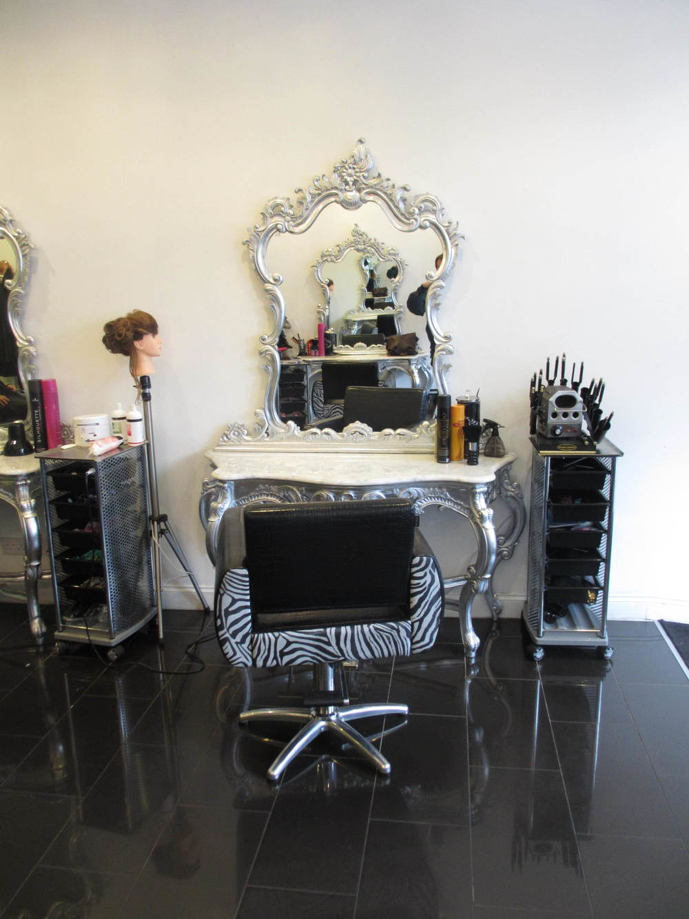 Ahsiek's Beauty Salon In Deptford South London Club