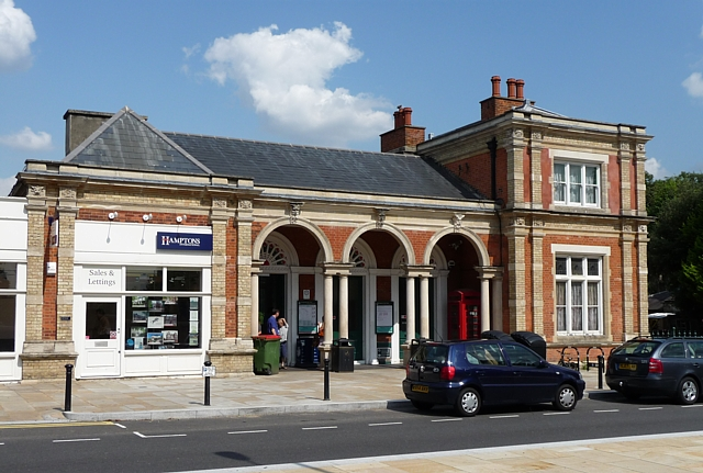 north dulwich station.jpg