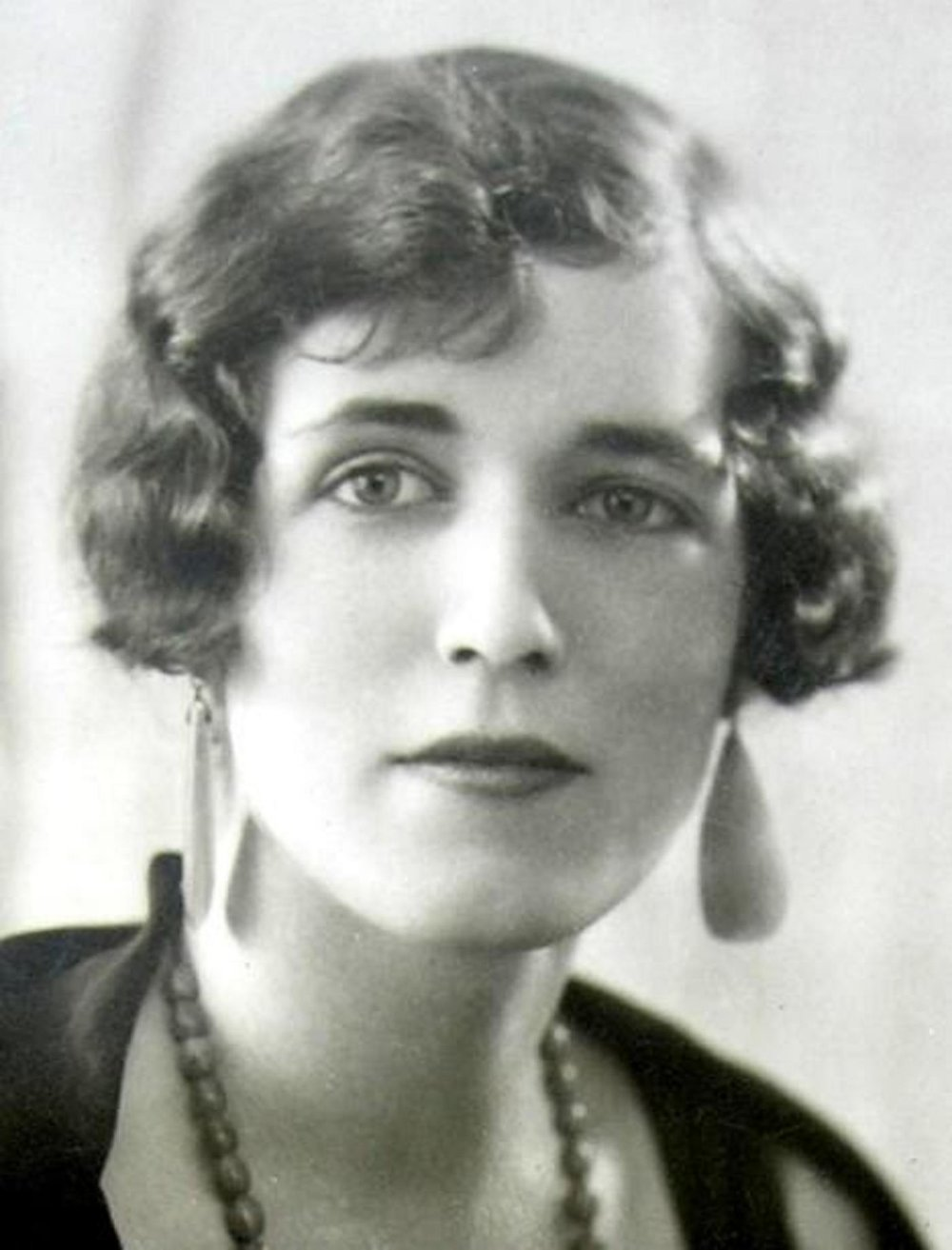 georgette-heyer face.jpg