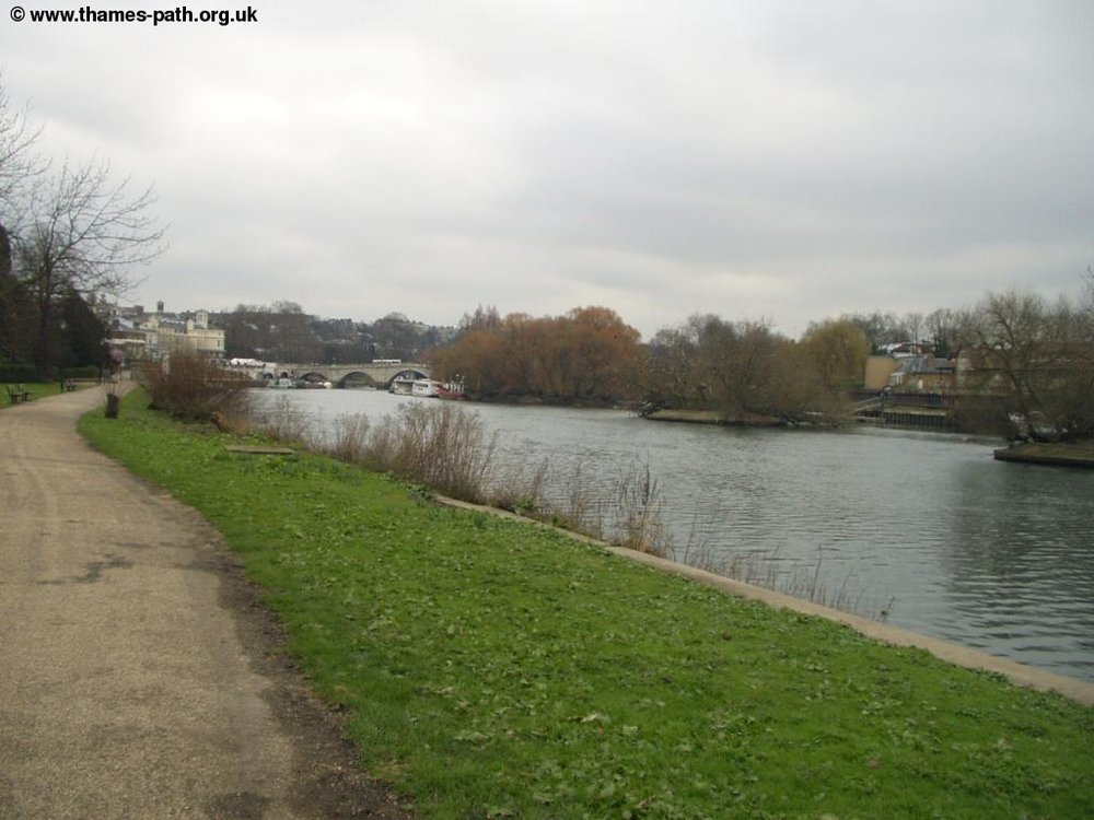 thames_richmond_hampton_court.jpg