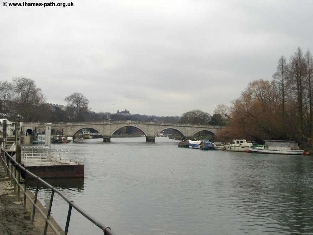 thames_richmond_hampton_court_2.jpg