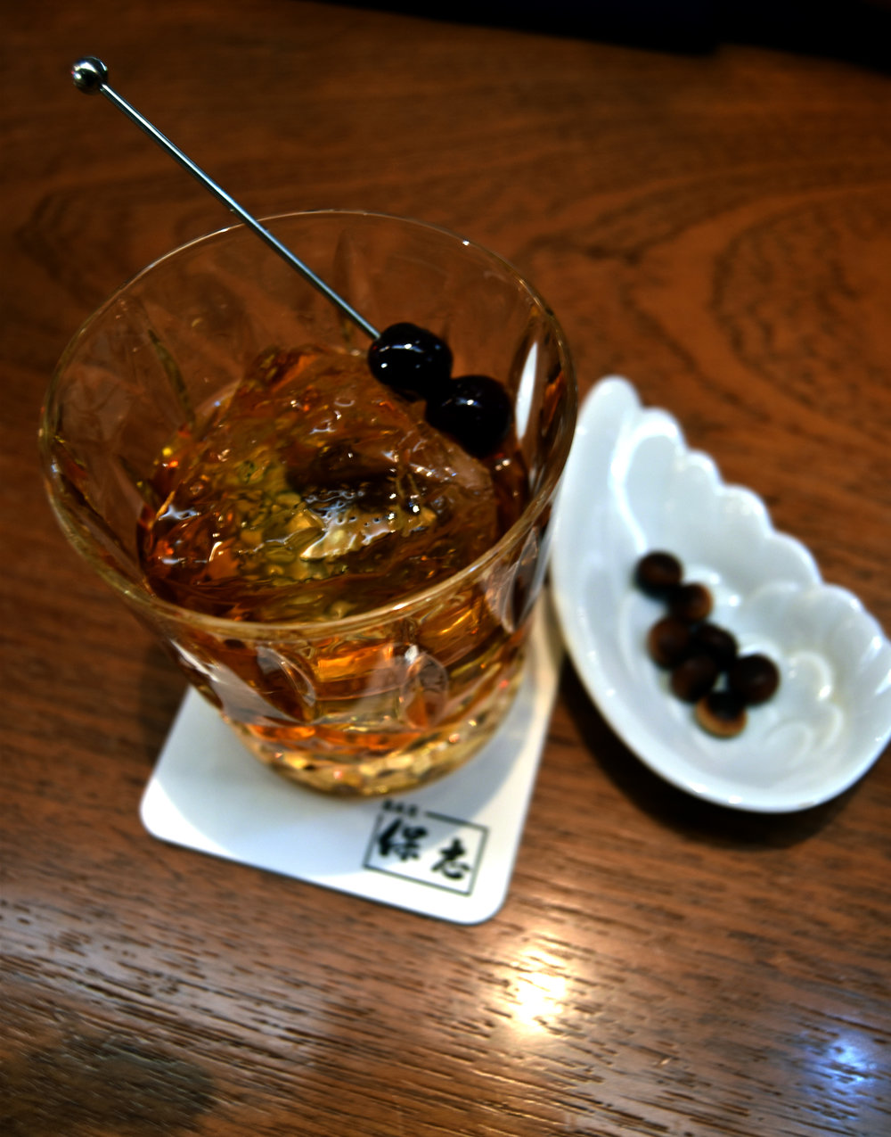 Whisky cocktail with chocolate snacks paired