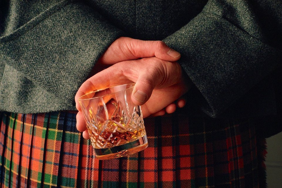 A MAN IN A KILT HOLDS A GLASS OF WHISKY BEHIND HIS BACK. PIC: P.TOMKINS / VisitScotland / SCOTTISH VIEWPOINT