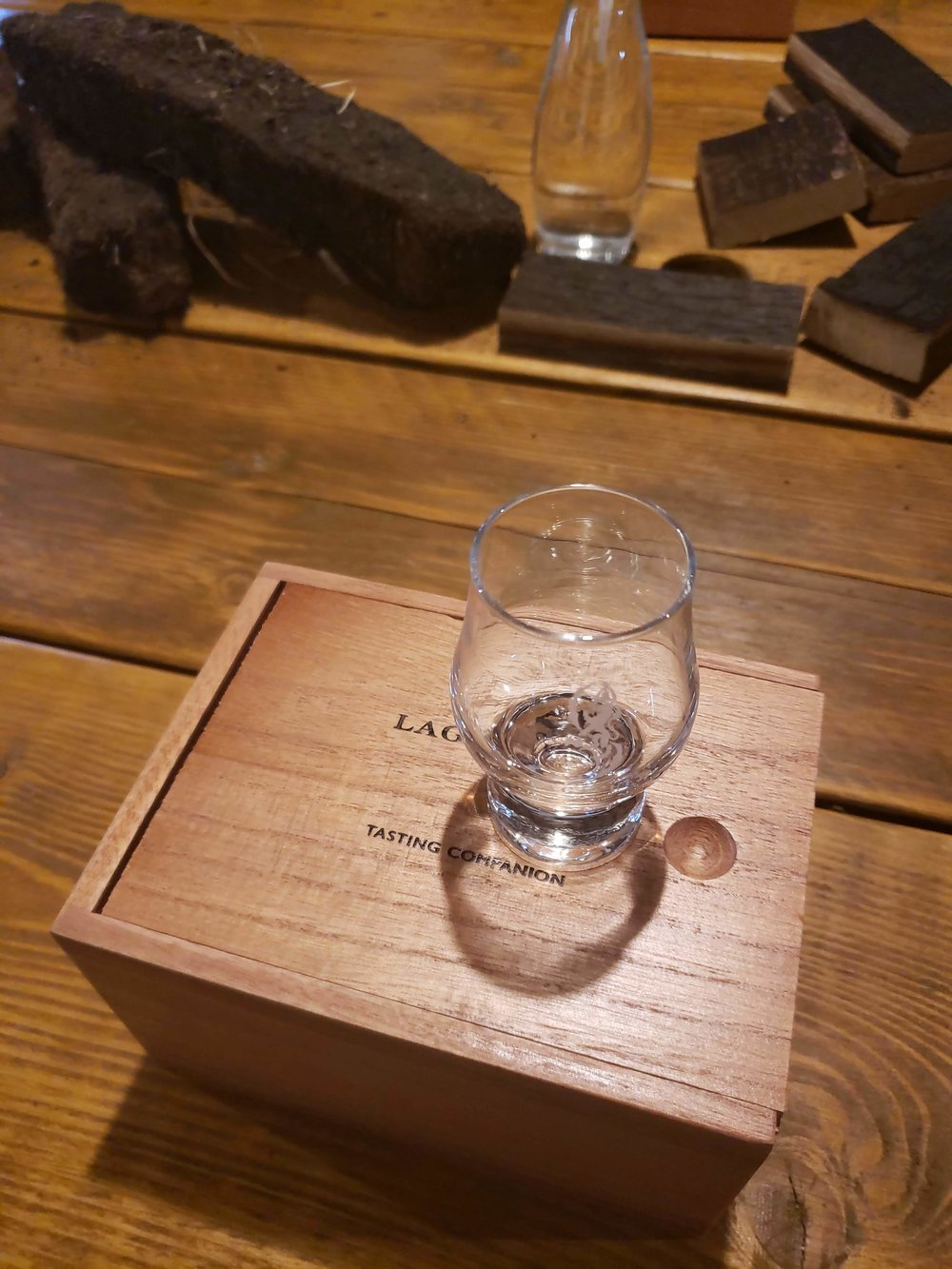 The set came with a very classy wooden box and an adorable, tiny Glencarin