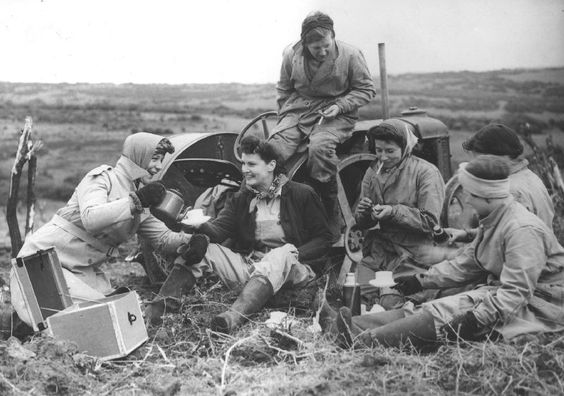 Britain Women's Land Army 1941.jpg