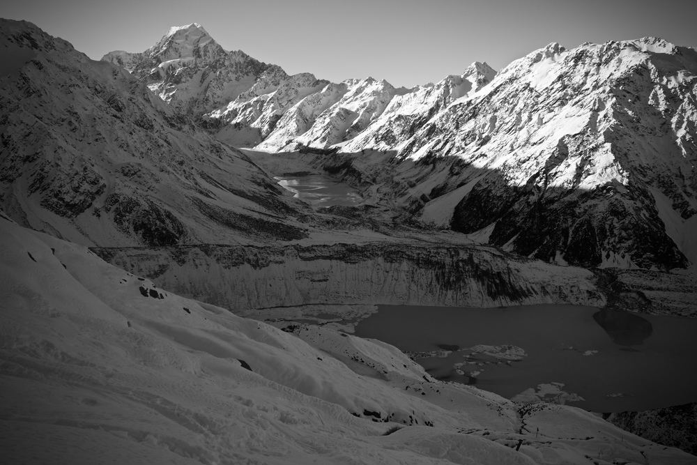 Looking down the Hooker valley. Note the significant wall of lateral moraine from where the Mueller Glacier used to be!