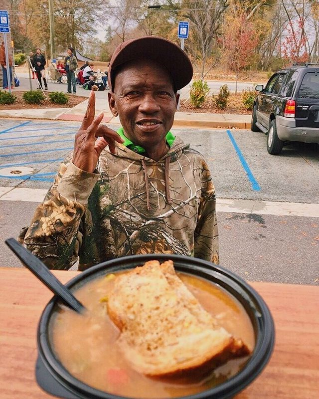 @americanlunch1 bringing a little warmth to our community. Vegetable, beef, and rice soup today with a side of smiles #wedoitforthesmiles #forthepeople #downtownathensga 📸: @kinkykandruh @crystalek