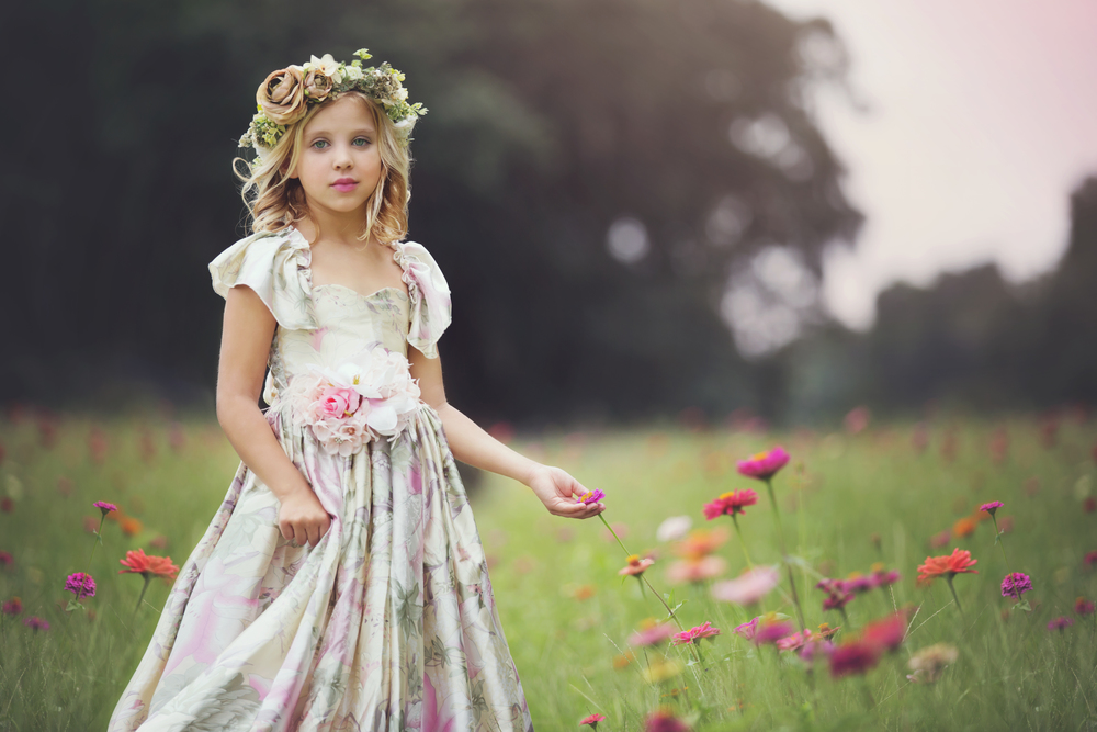 Dress + Gorgeous Girl + Flowers = my favorite!