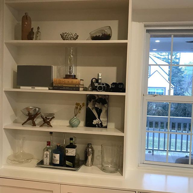 There are solutions to everything #bookcasefacelift #changewasneeded #simpleupgrade #paintedtoperfection #lovewhatido #goodvibes #clutterfree #yupitsthesamespace #usingsomeofthestuff #feelsogoodnow