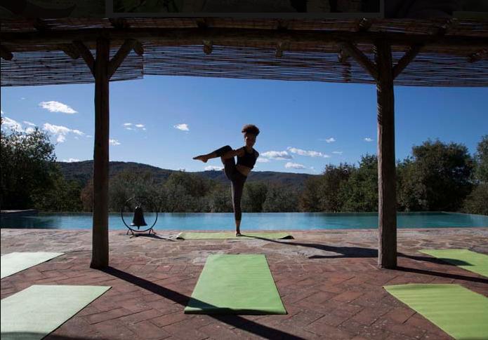 Poolside yoga. Image courtesy of Maraviglia