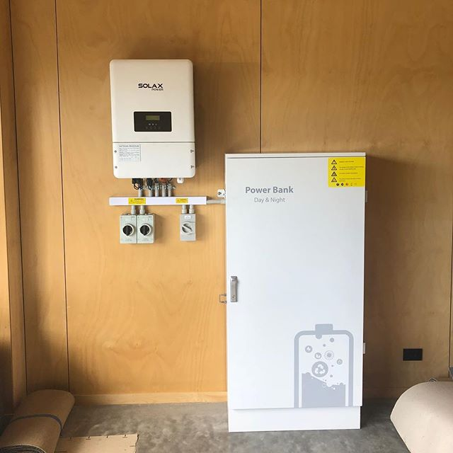 The battery revolution is here! We coupled the new 3 phase 10kw hybrid inverter with 10kw of lithium pylontech batteries to offset our customers rather large electricity bill. Thanks to the guys @tkconstructions @packhamelectrical for the collaboration