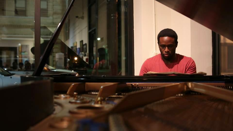 Abebi piano.jpg