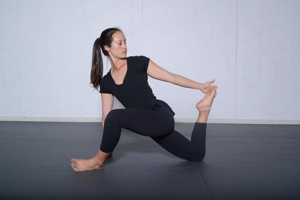Runners lunge with quadricep stretch
