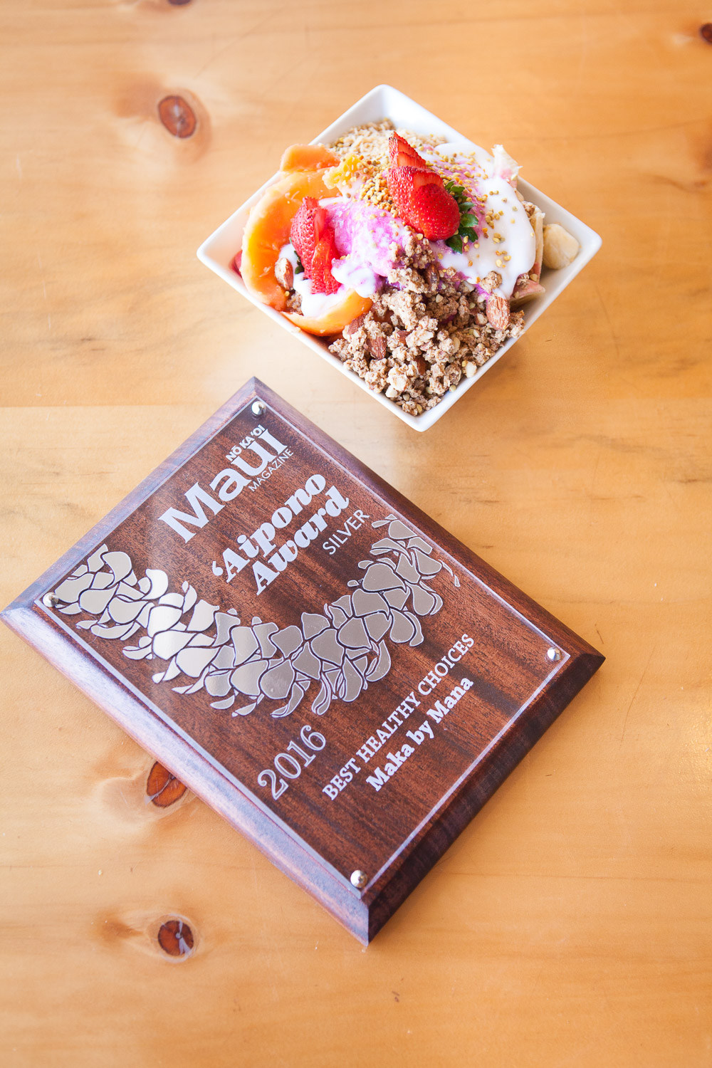 award-winning-acai-fruit-bowl-Maka-restaurant.jpg