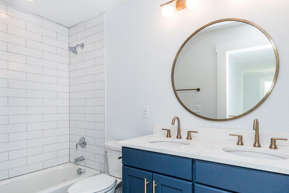 020_Hallway Full Bathroom.jpg