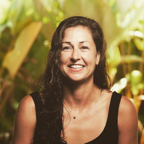 Kathleen Pizzello - Beach and Therapeutic Acro - ACROLEV2. Modern THAI Massage Practitioner. Usui Reiki 2 Practitioner.https://www.themoonandthemat.com/